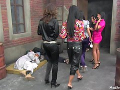 Sexy Babes Have Some Insane Orgy Sex In The Middle Of An Alleyway