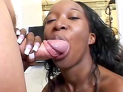Super hot body black amateur fucked by big cock