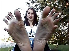 Amateur Girl with big feet - no sound
