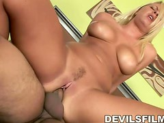 Hot blonde Riley Evans gives a blowjob to Frankie Young