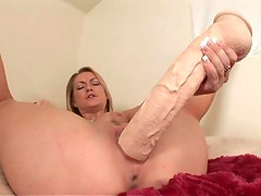 Lustful hotty love big toys and fuck her tight cunt with them