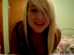 Blonde Chick Gets Some Webcam Fun in an Amazing Video