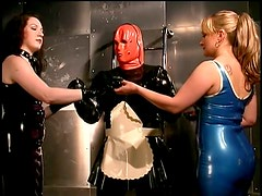 Kinky Dominatrices With a Latex Fetish Suffocate a Submissive Male