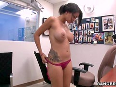 Jamie Valentine gets Horny on the Casting Couch and Wants a Cock in her Mouth
