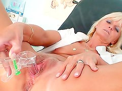 Look inside a nurse pussy in gyno room
