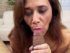 Mature cocksucker does a great job in POV