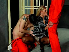 Prisoners use the mouth of a blouse babe