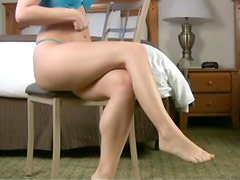 Leggy Laura Showing Her Pins