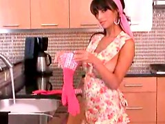 A Hot Clip With The Sensual Housewife Jaime Hammer