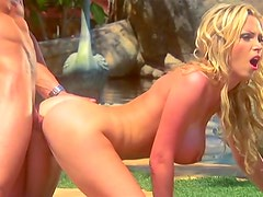 Glamorous outdoor sex with Nikki Benz