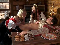 Ash Hollywood and India Summer in the truly stunning threesome