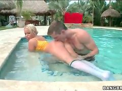 Nikki Delano shows off big ass in the pool