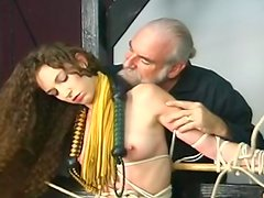 Rope bound beauty receives a nice flogging