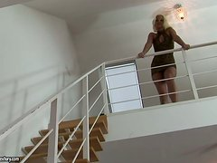 Divine blond siren Simony Diamond knows how to make him feel hot