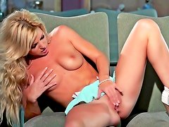 Ideal blonde Niki Lee Young showing her pussy and ass