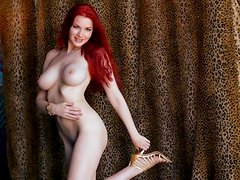 Redhead cutie Kinsey Elizabeth strips and shows her amazing body