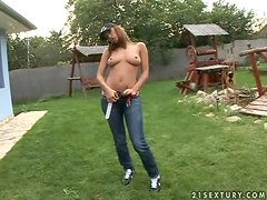 A Great Solo Scene Outdoors With Regina Ice