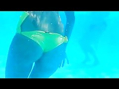 Underwater Camera: Sexy Woman with a great Ass
