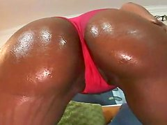 Tanned ebony Bryanna is making blowjob to Jay