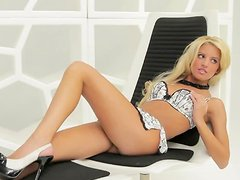 Kristin Nicole shows her shaved pussy during a photosession