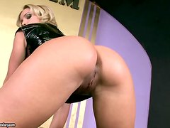 Kathia strips off on the podium and starts fingering herself