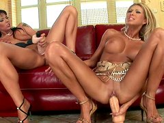 Clara G is licking pussy of glamour Simony Diamond