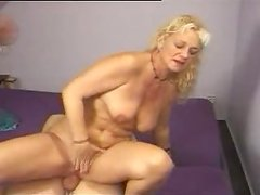 Dudes are fucking a horny mature Woman in her old snatch