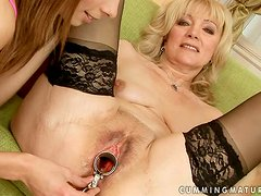Mature blonde Sandora gets her pussy toyed and fisted by Szuzanne