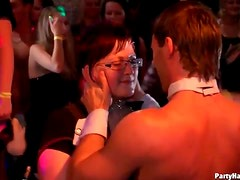 Dirty dancing and delicious club blowjobs