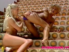 Skinny blondes toy fuck and make out in the sun
