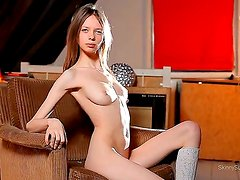Natural beauty by fresh-looking babe Gloria with pale skin and pinkish pussy