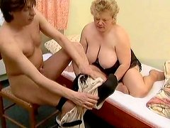 Skanky fat mature mom Leila gets banged by her cocky doctor
