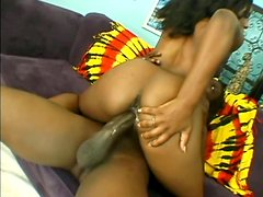 Montar el pene - Salty black babe Ms Platinum gets her tiny pussy ripped