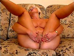 Horny granny Amanda wanks using a dildo