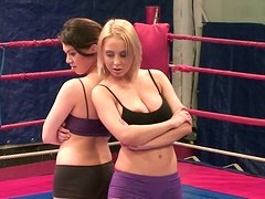Kinky wrestler Mandi Dee is ready not only for a fight but for pleasing her coach