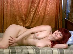 Weird masturbator Hecuba tickles her wet pussy while lying on the bunk bed