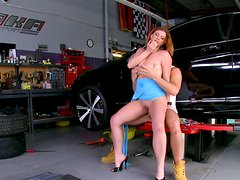Well stacked Sara Stone has no cash and gives blowjob in car center