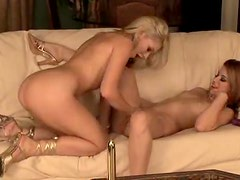 Blistering hot babes have hot lesbian love