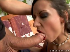 Cum-hungry Liza gets double penetrated and facialed